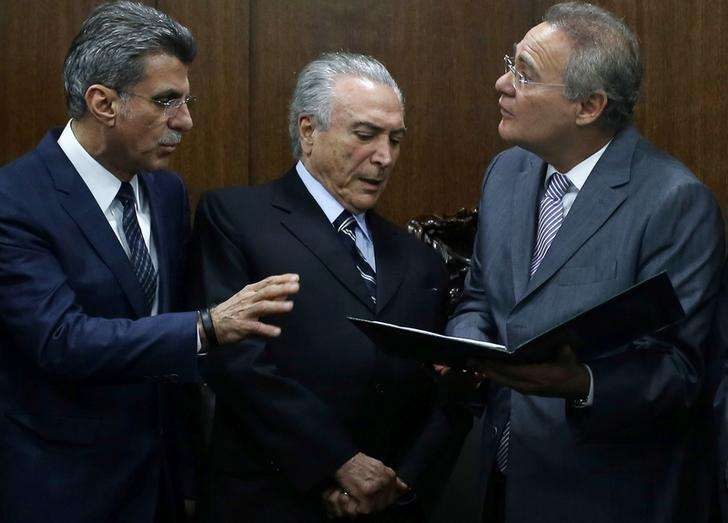 File photo: Brazil's interim President Michel Temer (C) attends a meeting with Brazil's Senate President Renan Calheiros (R) and Planning Minister Romero Juca (L) in Brasilia, Brazil, May 23, 2016. REUTERS/Adriano Machado