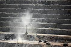 Imagen de archivo de la mina Escondida en Antofagasta, Chile, mar 31, 2008. Los precios del cobre bajaban el martes ante el avance del dólar, las preocupaciones por el crecimiento de la demanda de China y la débil confianza en otros consumidores, pero las pérdidas eran limitadas por la perspectiva de un menor suministro.    REUTERS/Ivan Alvarado (CHILE)