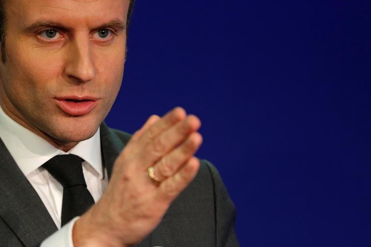 Emmanuel Macron, head of the political movement En Marche !, or Onwards !, and candidate for the 2017 presidential election, gestures as he talks to journalists about ecology at his campaign headquarters in Paris, France, February 9, 2017. REUTERS/Philippe Wojazer