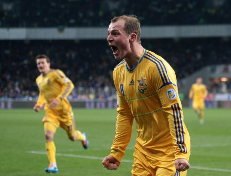 FILE PHOTO: Ukraine's Roman Zozulya (front) celebrates his goal with team mates during their 2014 World Cup qualifying first leg playoff soccer match against France at the Olympic stadium in Kiev, Ukraine, November 15, 2013. REUTERS/Konstantin Chernichkin/File Photo