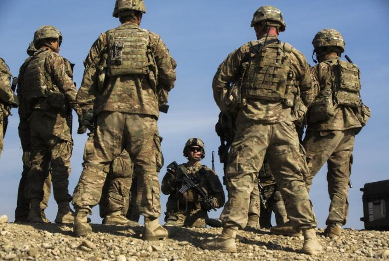 U.S. soldiers from Dragon Troop of the 3rd Cavalry Regiment discuss their mission during their first training exercise of the new year near operating base Gamberi in the Laghman province of Afghanistan January 1, 2015. REUTERS/Lucas Jackson