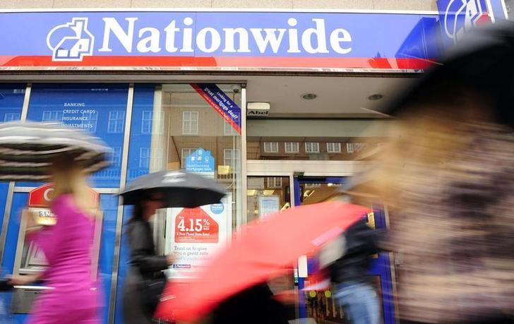 Pedestrians pass a Nationwide building society in London, May 27, 2009. REUTERS/Toby Melville