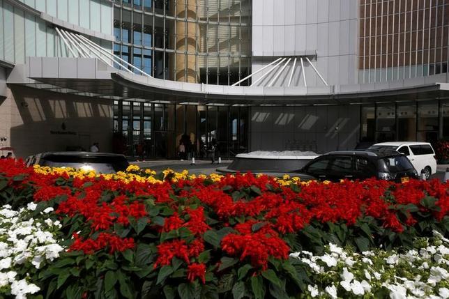 2月11日、中国出身の資産家で、行方不明になっている明天集団の経営者である肖建華氏は、先月27日朝、頭に布を被され車いすに乗せられて、香港中心部の豪華ホテルから拉致された。写真は肖建華氏の姿が最後に確認されたホテル。香港で1日撮影(2017年 ロイター/Bobby Yip)