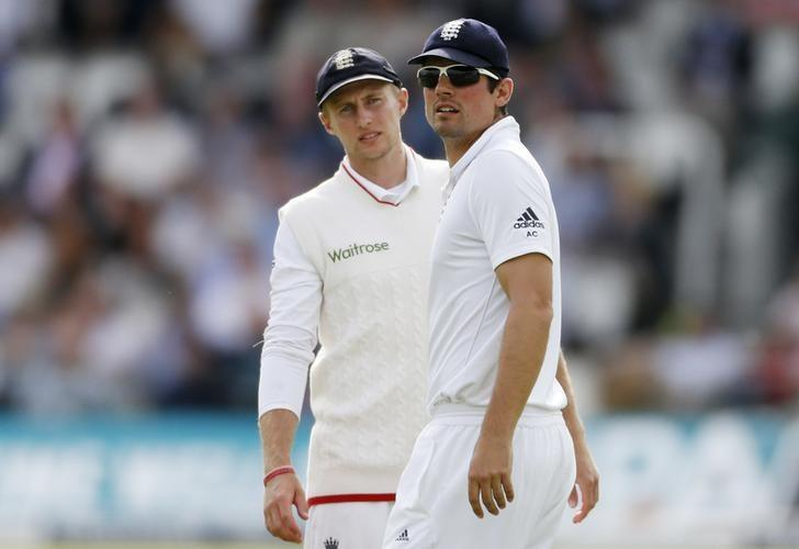 Britain Cricket - England v Pakistan - First Test - Lord's - 14/7/16 England's Alastair Cook and Joe Root Action Images via Reuters / Andrew Boyers Livepic/File Photo