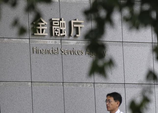 2月14日、金融庁は、1月12日に行われたメガバンクなど主要行との意見交換会で、市場の変化に合わせて意思決定をタイムリーに行う態勢の構築を求めていたことを明らかにした。写真は都内で2014年8月撮影(2017年 ロイター/Toru Hanai)
