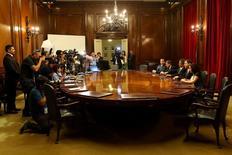 El presidente del Banco Central de Chile, Mario Marcel, posa con miembros del Consejo de política monetaria, en Santiago, Chile, 14 de febrero de 2017. REUTERS/Ivan Alvarado