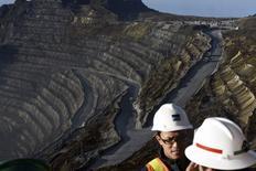 camiones operando en la mina de cobre Grasberg, operada por Freeport McMoRan Inc en Indonesia. 15 de febrero  2015. Se paralizaron todas las operaciones de la principal mina de cobre de Freeport-McMoRan en Indonesia, dijo el jueves un sindicato, apenas un mes después de que el país detuvo las exportaciones de concentrados del mineral con el objetivo de impulsar la industria local. REUTERS/M Agung Rajasa/Antara Foto