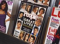 Специальный выпуск журнала People в киоске печати в Нью-Йорке. 4 августа 2010 года. Американская компания Time Inc, издатель журналов Sports Illustrated, People и Time, отчиталась о снижении квартальной выручки на 1,1 процента из-за укрепления доллара. REUTERS/Shannon Stapleton
