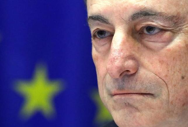 2月16日、ECBが公表した1月19日開催の理事会の議事要旨では、安定的な金融政策を維持する必要があるとの認識が示された。写真はドラギECB総裁。今月6日撮影。(2017年 ロイター/Yves Herman)
