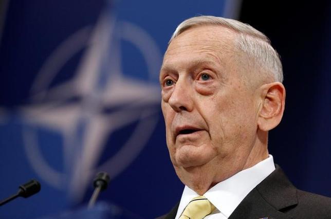 2月16日、マティス米国防長官(写真)はロシアと軍事的に協力する可能性は現時点でないと述べた。ブリュッセルで北大西洋条約機構(NATO)国防相理事会の終了後、記者団に語った(2017年 ロイター/Francois Lenoir)