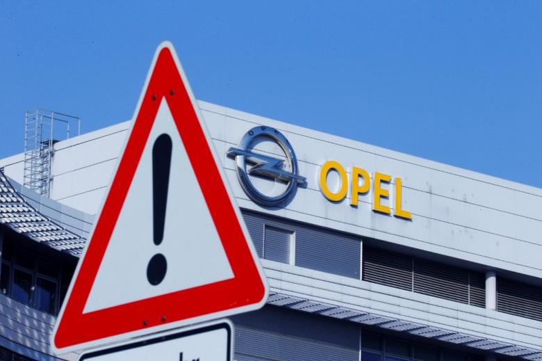 The logo of German car manufacturer Opel is pictured at the compnay headquarters in Ruesselsheim , Germany February 15, 2017. REUTERS/Ralph Orlowski/Files