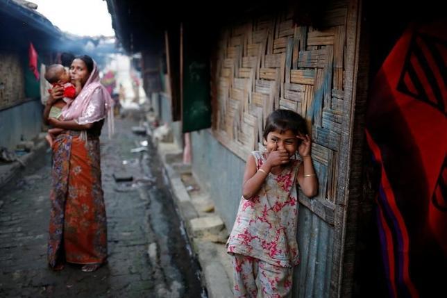 2月20日、バングラデシュのアリ外相は、イスラム系少数民族ロヒンギャ数万人がミャンマーから隣国であるバングラデシュに避難している問題について、ミャンマーに対応を迫るよう国際社会に訴えた。テクナフで2月撮影(2017年 ロイター/Mohammad Ponir Hossain)