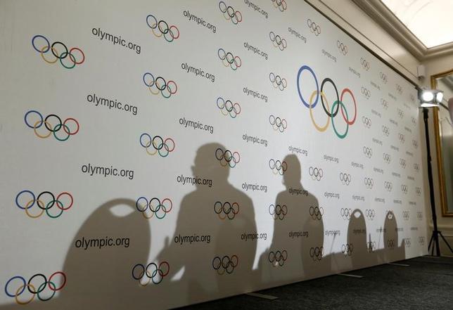 2月21日、国際オリンピック委員会(IOC)は、2014年ソチ冬季大会の禁止薬物再検査を22年まで続ける姿勢を明らかにした。2016年12月撮影(2017年 ロイター/Denis Balibouse)