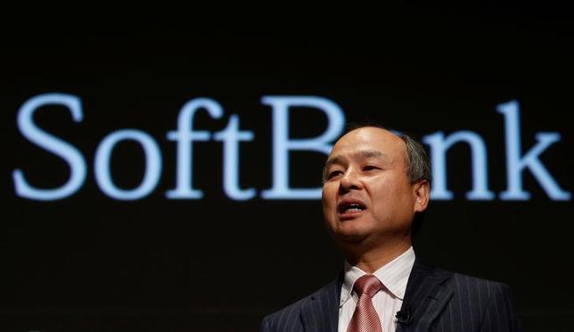 2月23日、ソフトバンクグループは英携帯電話大手ボーダフォンのインド事業と同国大手イデア・セルラーとの合併計画に関し、合併後の新会社への出資について協議しているとの一部報道を否定した。写真はソフトバンクの孫正義社長。8日撮影(2017年 ロイター/Toru Hanai)