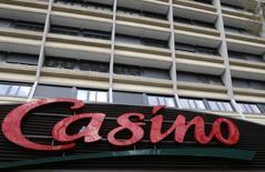 Le distributeur brésilien GPA, contrôlé par le français Casino, a publié vendredi une perte nette de 29 million de reals (8,94 millions d'euros) au quatrième trimestre, alors que les analystes s'attendaient à ce qu'il annonce son premier bénéfice depuis sept trimestres. /Photo d'archives/REUTERS/Jacky Naegelen