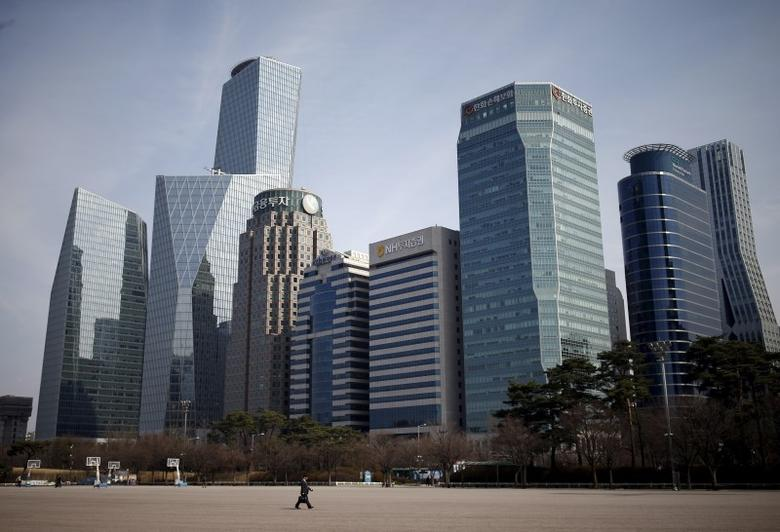 A man walks in a park at a business district in Seoul, South Korea, March 23, 2016. Picture taken on March 23, 2016.  REUTERS/Kim Hong-Ji -