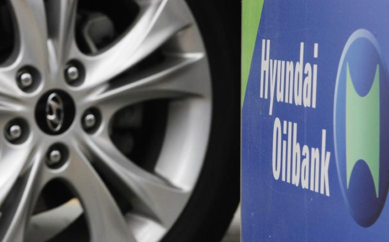 A sign of Hyundai Oilbank is seen at a self-service fuel pump station in Seoul June 15, 2012. REUTERS/Choi Dae-woong
