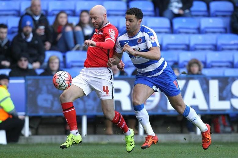 Football Soccer - Reading v Walsall - FA Cup Fourth Round - Madejski Stadium - 30/1/16Walsall's James O'Connor in action with Reading's Hal Robson KanuMandatory Credit: Action Images / Paul ReddingLivepic