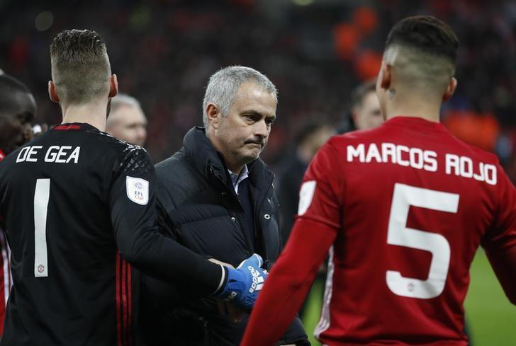 Britain Soccer Football - Southampton v Manchester United - EFL Cup Final - Wembley Stadium - 26/2/17 Manchester United manager Jose Mourinho with David De Gea and Marcos Rojo at the end of the match Action Images via Reuters / Carl Recine Livepic