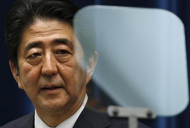 3月2日、自民党が総裁任期を延長することで、安倍晋三首相が史上最長の政権に挑むためのトラックが整う。写真は都内で2015年5月撮影(2017年 ロイター/Toru Hanai)