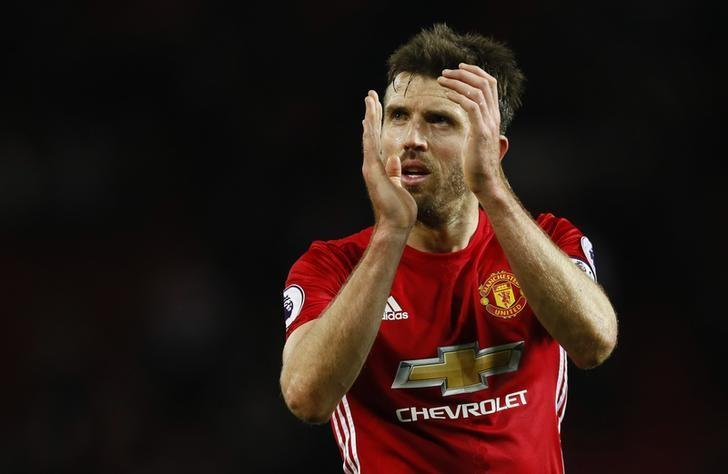 Football Soccer Britain - Manchester United v Tottenham Hotspur - Premier League - Old Trafford - 11/12/16 Manchester United's Michael Carrick applauds fans after the game   Action Images via Reuters / Jason Cairnduff