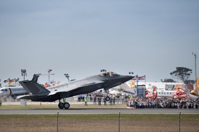 A Lockheed Martin Corp F-35 stealth fighter jet lands at the Avalon Airshow in Victoria, Australia, March 3, 2017.    Australian Defence Force/Handout via REUTERS