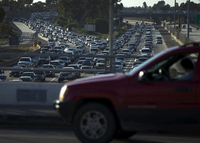 FILE PHOTO: Traffic backs-up going south into Mexico in the border town of San Ysidro, California. September 3, 2015. REUTERS/Mike Blake
