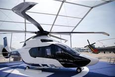 La France a décidé de faire du H160 d'Airbus Helicopters la base du futur hélicoptère interarmées léger (HIL), a annoncé vendredi le ministre de la Défense Jean-Yves Le Drian. /Photo d'archives/REUTERS/Pascal Rossignol