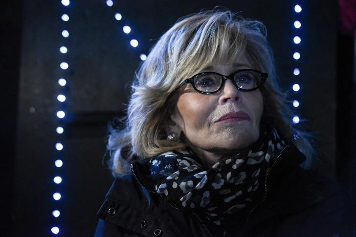 Actor Jane Fonda participates in a protest against President Donald Trump's executive order to allow the Keystone XL and Dakota Access pipelines in New York City, U.S. January 24, 2017. REUTERS/Stephanie Keith/Files