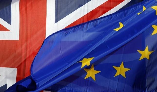 3月5日、ハモンド英財務相は、英国の欧州連合(EU)離脱に伴う経済の課題を克服するには財政上の「蓄え」が必要と指摘し、今週発表予定の来年度予算案で追加支出の余地がほとんどないことを示唆した。2016年3月撮影(2017年 ロイター/Philippe Wojazer)