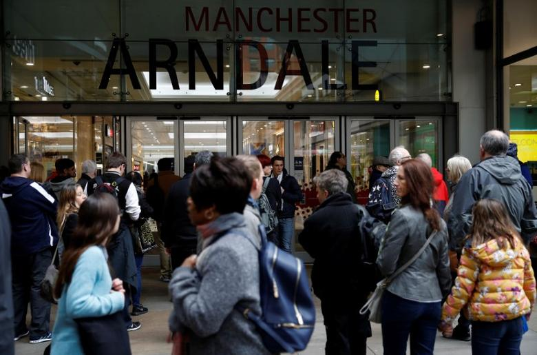 Shoppers enter the Arndale shopping centre in Manchester, northern Britain, February 21, 2017. REUTERS/Phil Noble