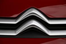 PSA a choisi le coréen LG Chemical et le chinois CATL pour les batteries de ses véhicules hybrides et électriques de nouvelles génération, a déclaré mardi le directeur de la Recherche & Développement du groupe automobile français. /Photo d'archives/REUTERS/Pascal Rossignol