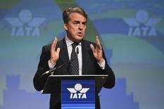 El director general y presidente ejecutivo de IATA, Alexandre de Juniac, habla en un encuentro anual de la Asociación Internacional del Transporte Aéreo, en Dublín, Irlanda. 3 de junio 2016. La demanda global de viajes aéreos se incrementó un 9,6 por ciento en enero, el mayor aumento en más de cinco años, impulsado por el alza de la demanda en el mercado de pasajeros a nivel nacional en India y China, dijo el martes la Asociación Internacional del Transporte Aéreo (IATA). REUTERS/Clodagh Kilcoyne