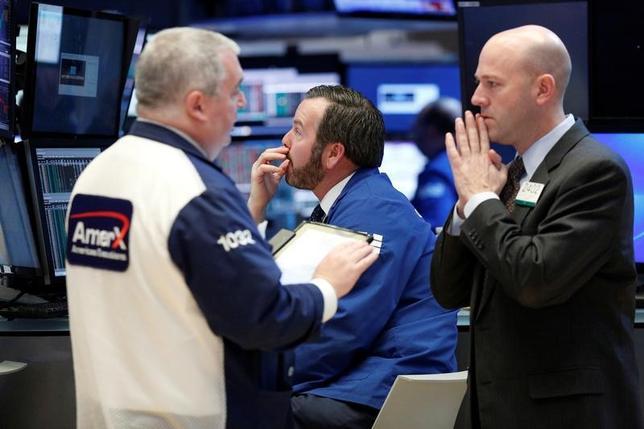 3月7日、米国株式市場は主要株価指数が下落して取引を終了した。ニューヨーク証券取引所で6日撮影(2017年 ロイター/Brendan McDermid)