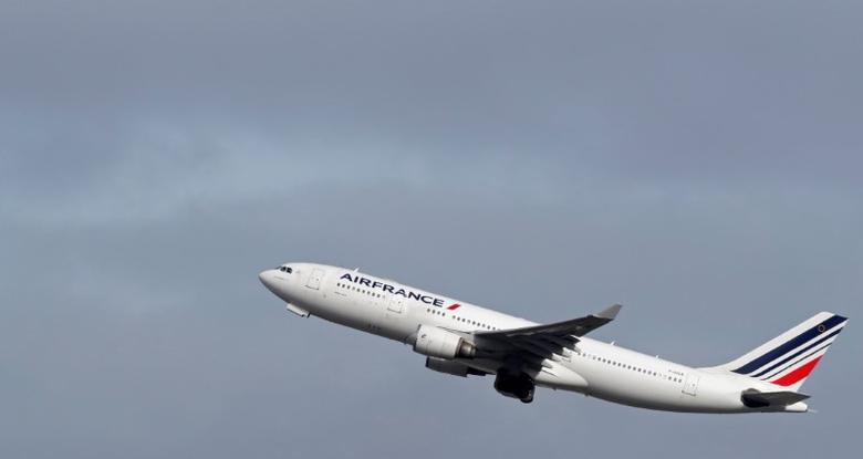 An Air France Airbus A330 airplane takes off at the Charles-de-Gaulle airport in Roissy during an air traffic controller strike, near Paris, France, March 7, 2017. REUTERS/Christian Hartmann