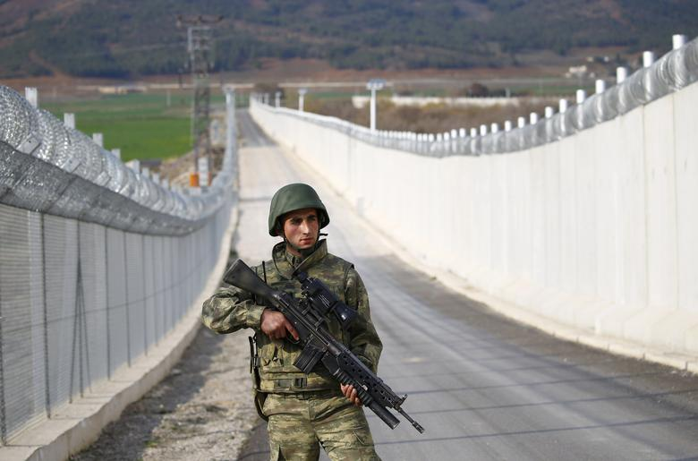 A Turkish soldier patrols along a wall on the border line between Turkey and Syria near the southeastern city of Kilis, Turkey, March 2, 2017. REUTERS/Murad Sezer