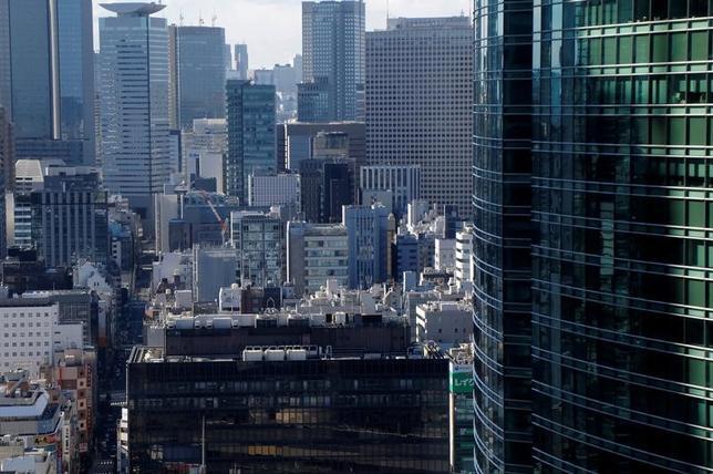 3月13日、日銀が発表した2月の企業物価指数(CGPI)速報によると、国内企業物価指数(2015年=100.0)は前年比で1.0%上昇となり、消費税率引き上げの影響を除いたベースで2014年8月以来、2年半ぶりの高水準となった。写真は都内で2月撮影(2017年 ロイター/Toru Hanai)