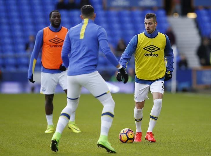 Britain Football Soccer - Everton v AFC Bournemouth - Premier League - Goodison Park - 4/2/17 Everton's Morgan Schneiderlin warms up with teammates before the game   Reuters / Andrew Yates Livepic