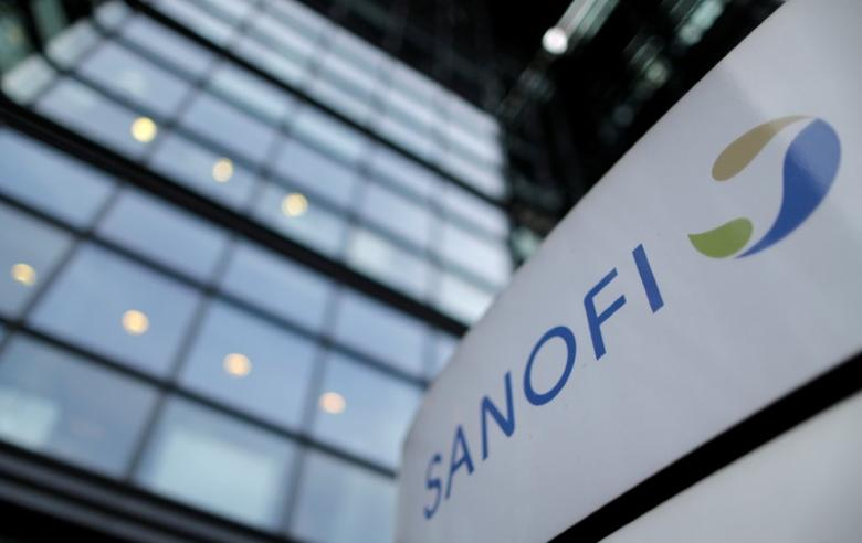 The logo of French drugmaker Sanofi is seen in front of the company's headquarters in Paris, France, October 30, 2014.      REUTERS/Christian Hartmann/File Photo