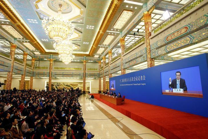 2017年3月15日,中国北京,中国国务院总理李克强在人民大会堂金色大厅会见中外记者并回答提问。REUTERS/Thomas Peter