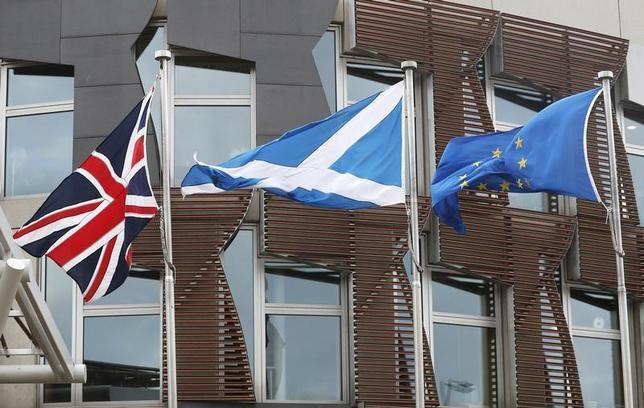 3月15日、サーベーションの世論調査によると、英国のスコットランドの有権者の過半数が独立に反対であることが明らかになった。写真はエディンバラで13日撮影(2017年 ロイター/Russell Cheyne)