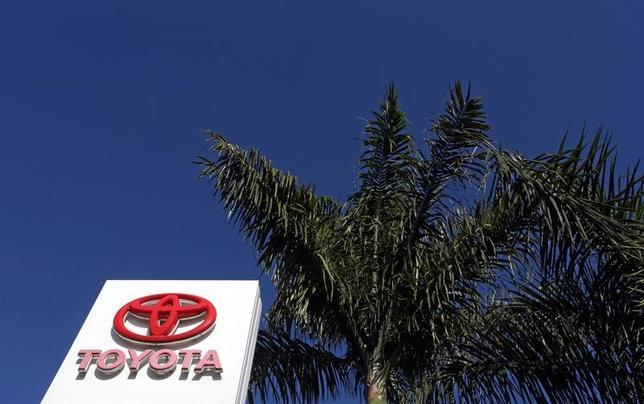3月16日、トヨタ自動車は、ブラジルで生産したカローラのペルー向け輸出を近く開始する。同社幹部が明らかにした。中南米工場の競争力強化に向け、チリとコロンビアへの輸出についても検討が進んでいるという。写真はブラジルのインダイアトゥーバで撮影(2017年 ロイター/Paulo Whitaker)