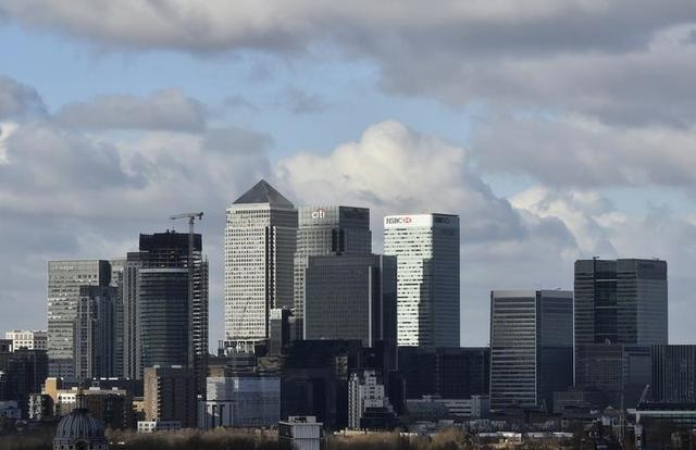 3月16日、英国の欧州連合(EU)離脱に伴い、ロンドンの金融業界から最も多くの雇用を奪うのはドイツでもフランスでもなく、ポーランドかもしれない。写真はロンドンの金融街カナリーワーフ。昨年2月撮影(2017年 ロイター/Hannah McKay)