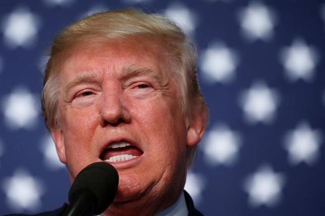 3月17日、ドイツのブリギッテ・ツィプリース経済相は、ラジオ番組に出演し、トランプ米大統領(写真)が提案している国境税に対し、世界貿易機関(WTO)に提訴する可能性があると述べた。コロラド州で昨年10月撮影(2017年 ロイター/Carlo Allegri)