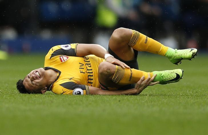 Britain Football Soccer - West Bromwich Albion v Arsenal - Premier League - The Hawthorns - 18/3/17 Arsenal's Alexis Sanchez goes down with an injury Action Images via Reuters / Andrew Boyers Livepic