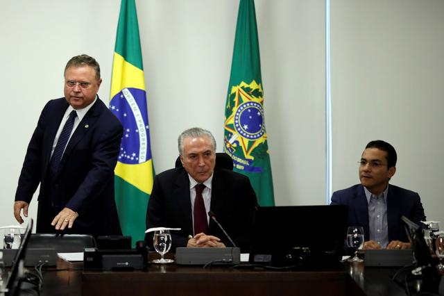 Brazil's Agriculture Minister Blairo Maggi (L), President Michel Temer (C) and Trade Minister Marcos Pereira attend a meeting with representatives of meat exporters at the Planalto Palace in Brasilia, Brazil March 19, 2017. REUTERS/Ueslei Marcelino