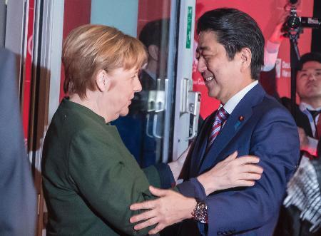 安倍首相、ドイツに到着