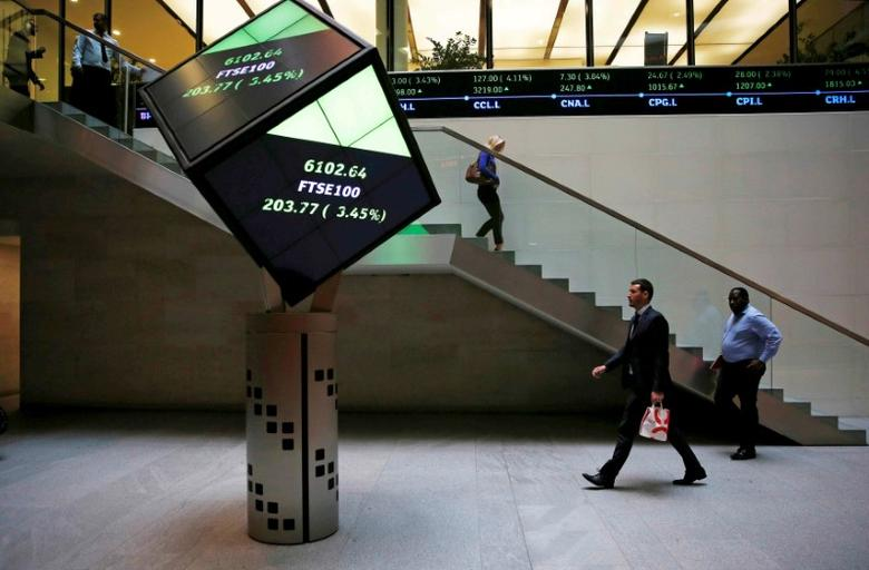People walk through the lobby of the London Stock Exchange in London, Britain August 25, 2015.  REUTERS/Suzanne Plunkett/Files