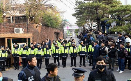 韓国の朴前大統領、検察に出頭