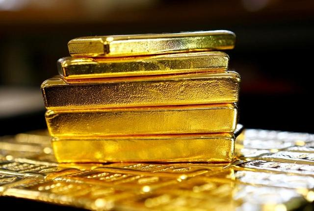 Gold bars are seen at the Austrian Gold and Silver Separating Plant 'Oegussa' in Vienna, Austria, March 18, 2016.   REUTERS/Leonhard Foeger/Files